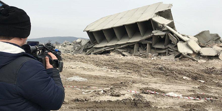 13 katlı bina, kendiliğinden çöktü!