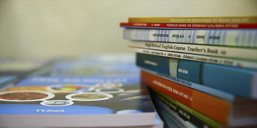 Ders kitapları milli yazılım ile incelenecek