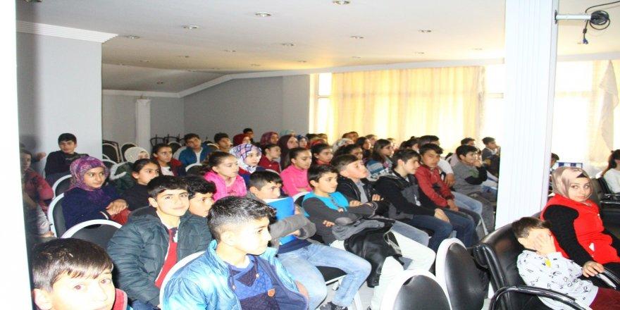 Gençlik merkezi çalışanları tarafından sinema etkinliği