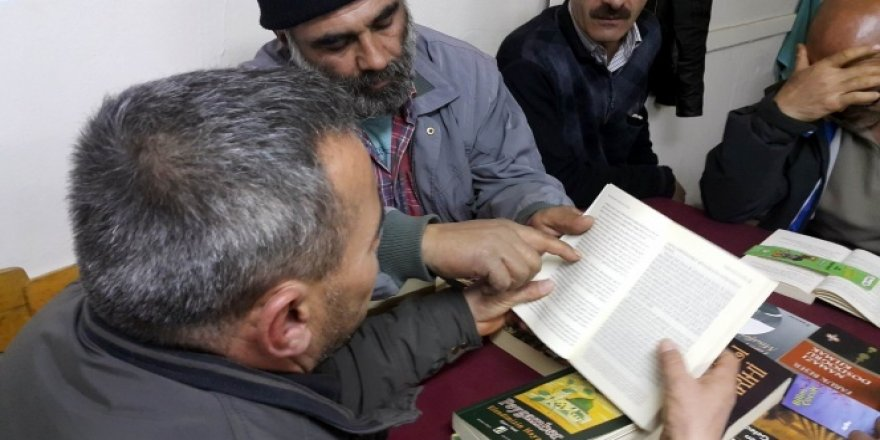 Bu köyde herkes kitap okuyor