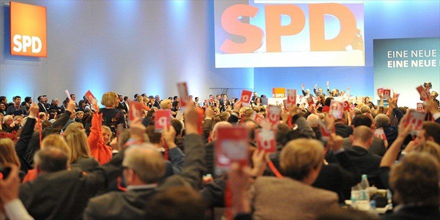 SPD üyeleri koalisyon sözleşmesini kabul etti
