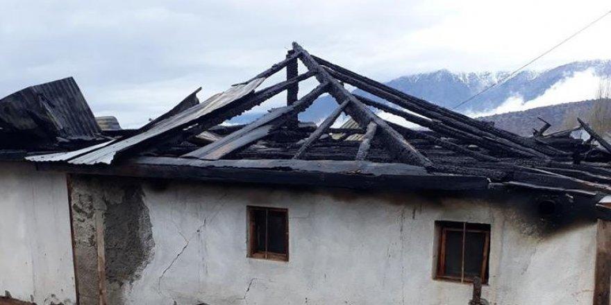 Yangında bir ev küle döndü