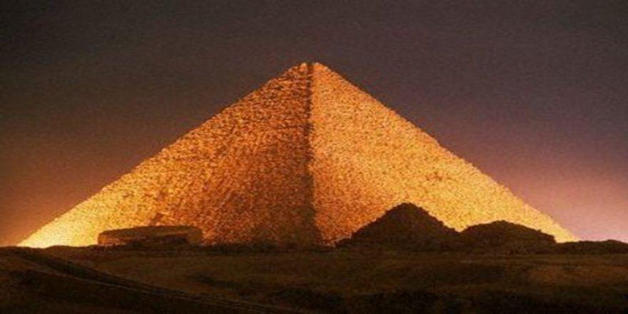 Giza Piramidi'nin sırrı çözüldü