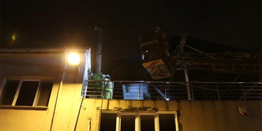 Restoranı yandı, söndürme çalışmalarını gözyaşları içinde izledi