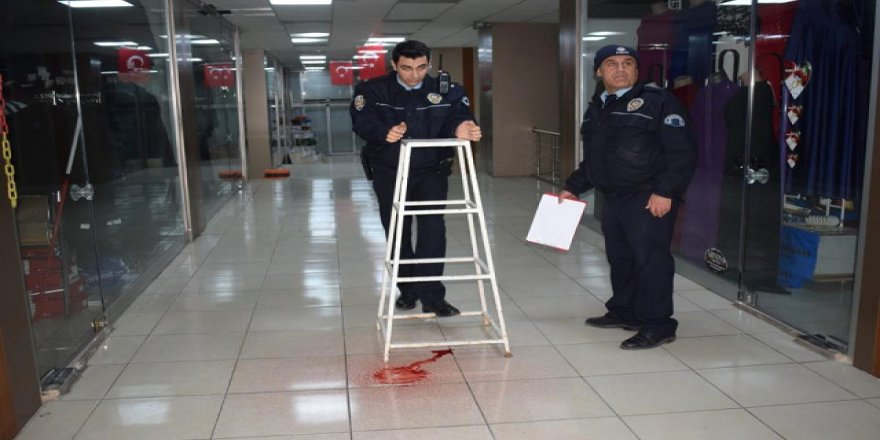 Tavandan akan sıvı, polisi alarma geçirdi