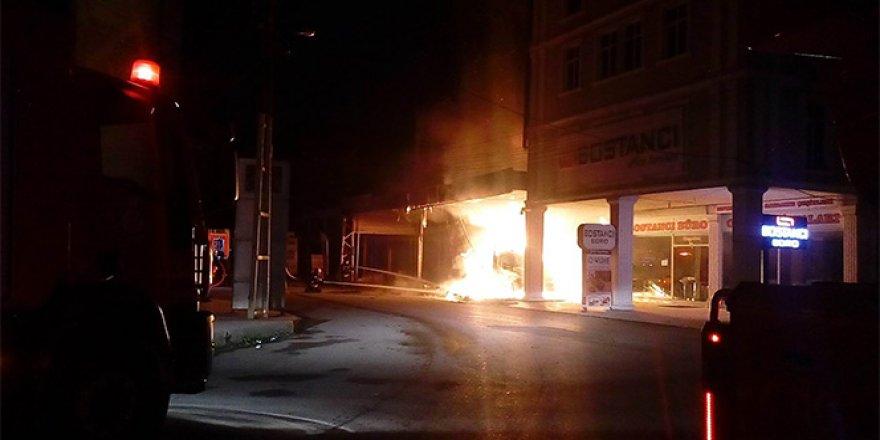 Mobilya imalathanesi alev alev yandı