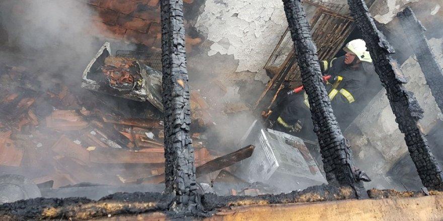 Mutfakta tüp patladı, yangın çıktı