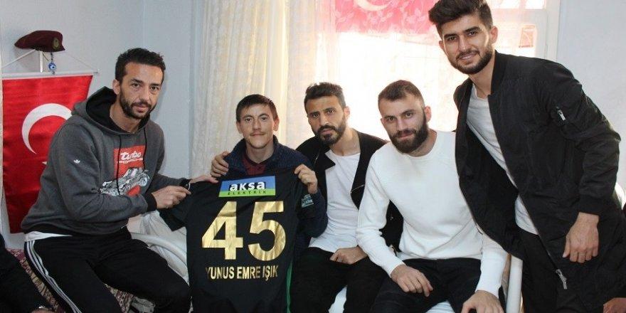 Akhisarspor'dan Afrin gazisine ziyaret