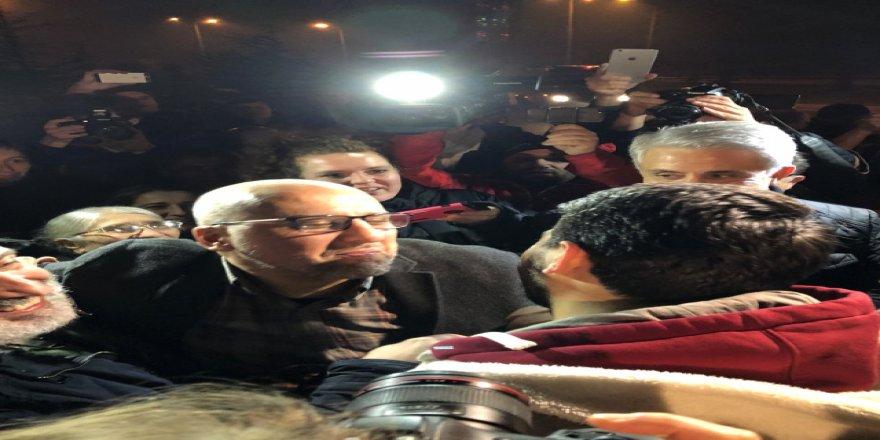 Ahmet Şık cezaevinden çıktı