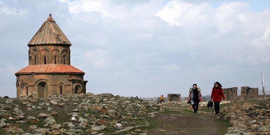 Turistlerin gözdesi 'Ani' her mevsim ayrı güzel