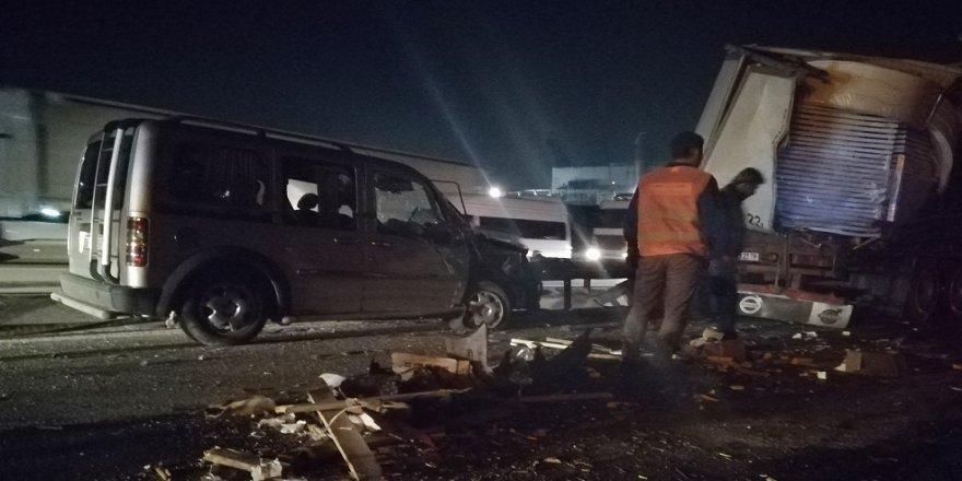 TEM'de 7 araç birbirine girdi: 6 yaralı