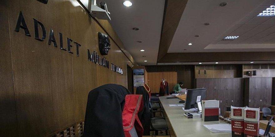 FETÖ'den yargılanan 2 kişiye 9 yıl hapis