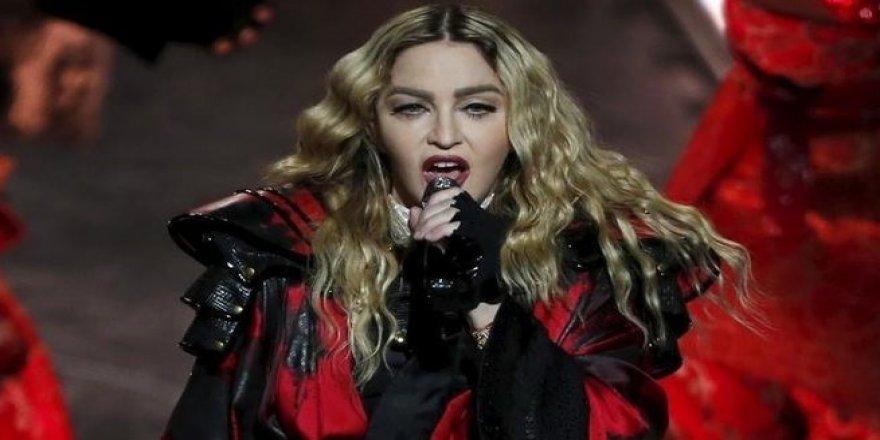 Madonna'dan eşarplı paylaşım