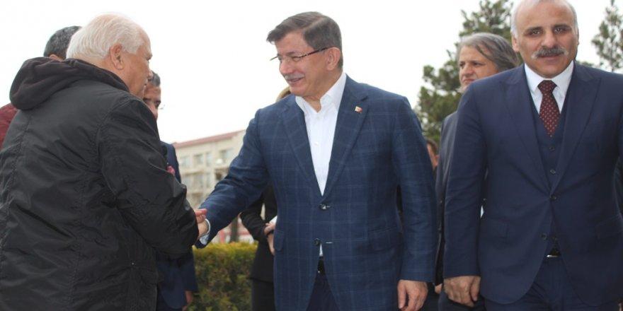 Eski Başbakan Davutoğlu, Van'da