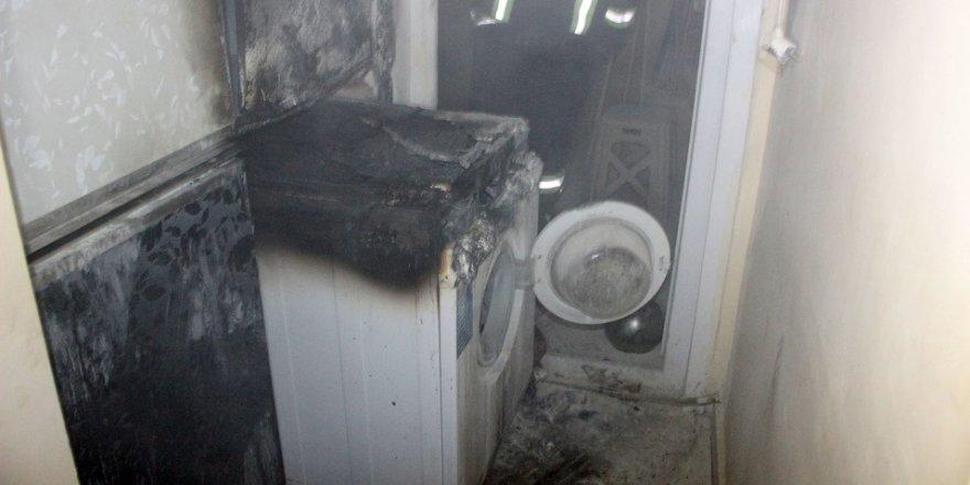 Alev alan çamaşır makinesi korkuttu