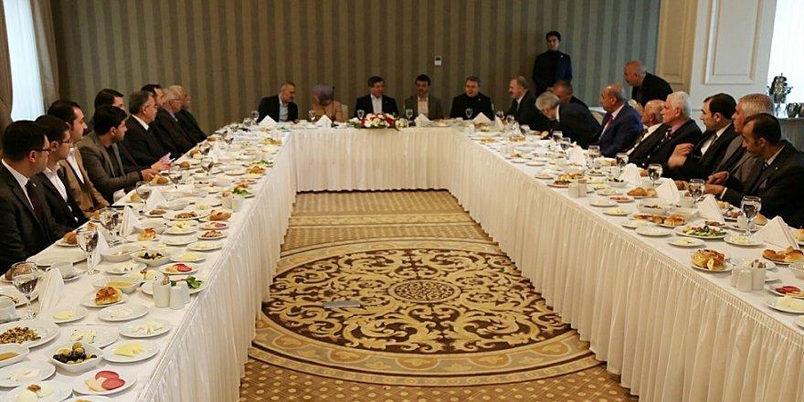 Davutoğlu, STK temsilcileriyle bir araya geldi