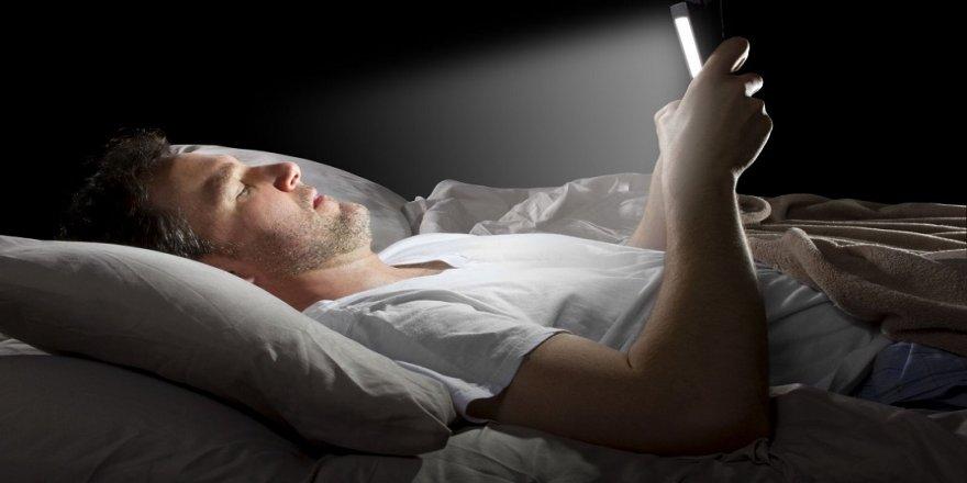 Gece uyurken ışığa maruz kalmak depresyon sebebi