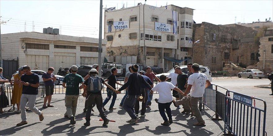 Yahudiler, Filistinli öğrencilere saldırdı