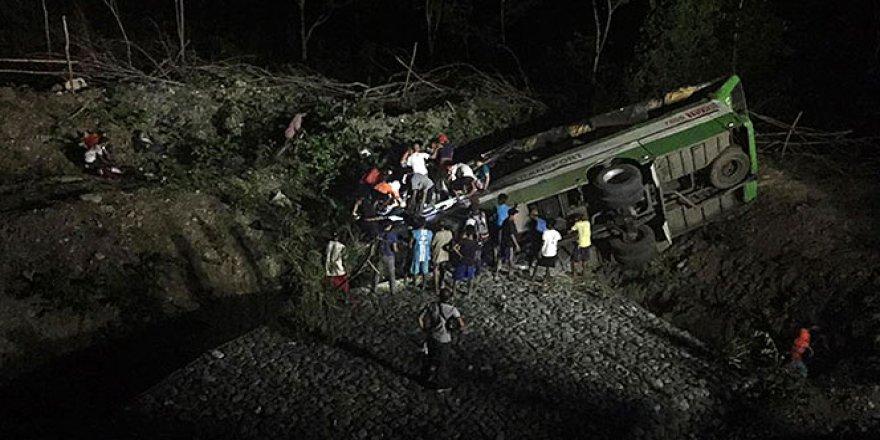 Otobüs kazası: 19 ölü