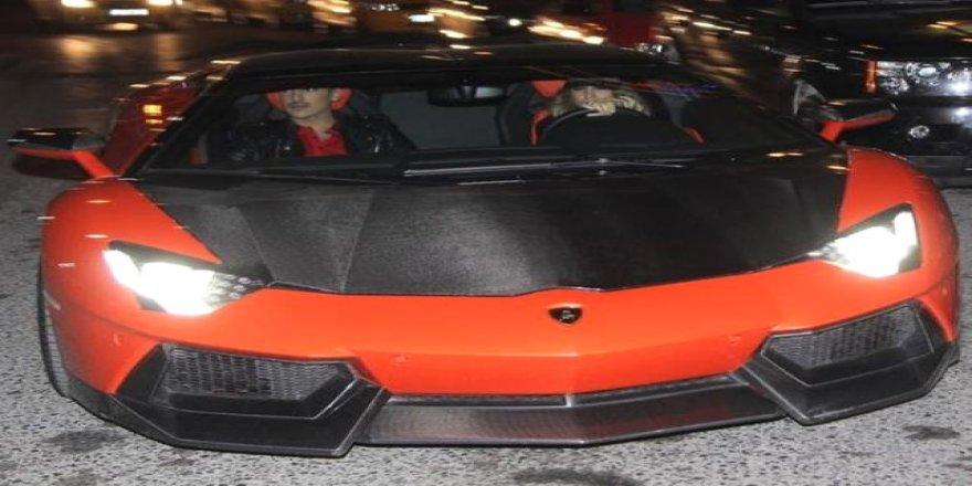Milyonluk otomobili kimse almayınca düğün arabası yaptı