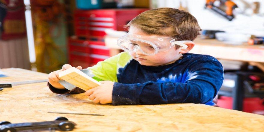 Çocuklara marangozluk eğitimi
