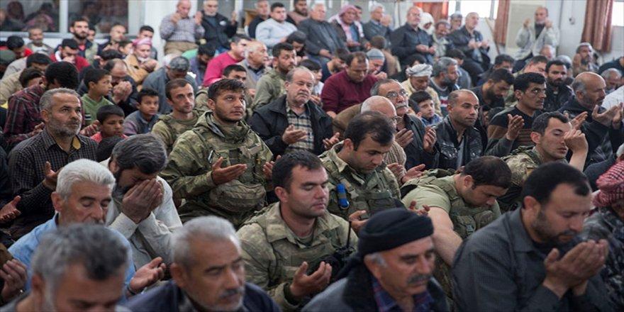 Afrinliler, Mehmetçik ile cuma namazı kıldı