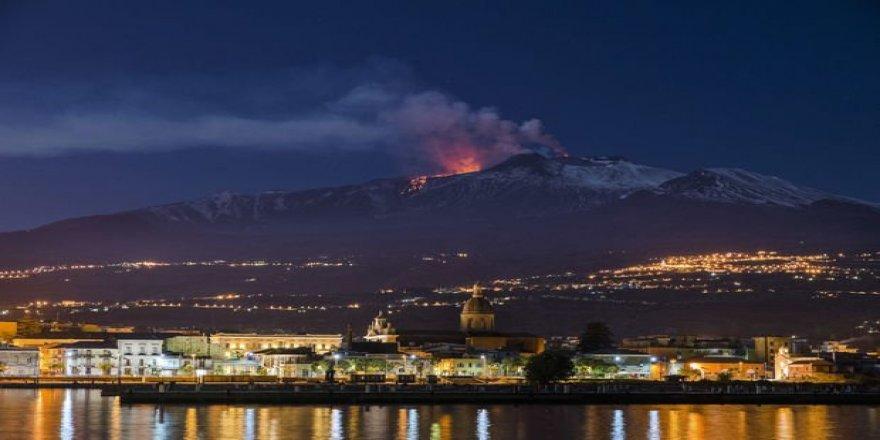 Etna Yanardağı denize doğru kayıyor