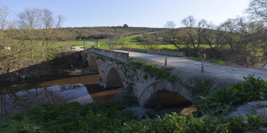 Tarihi köprüyü restore edeceğiz diye yıkıp yerine ucube inşa ettiler