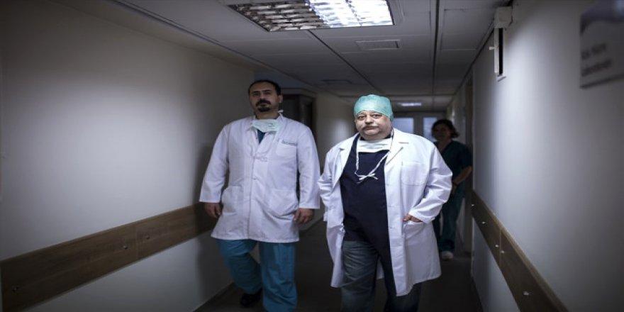 Türk hekimler bir ilke imza attı: Kafa tabanı tümörü ameliyatı
