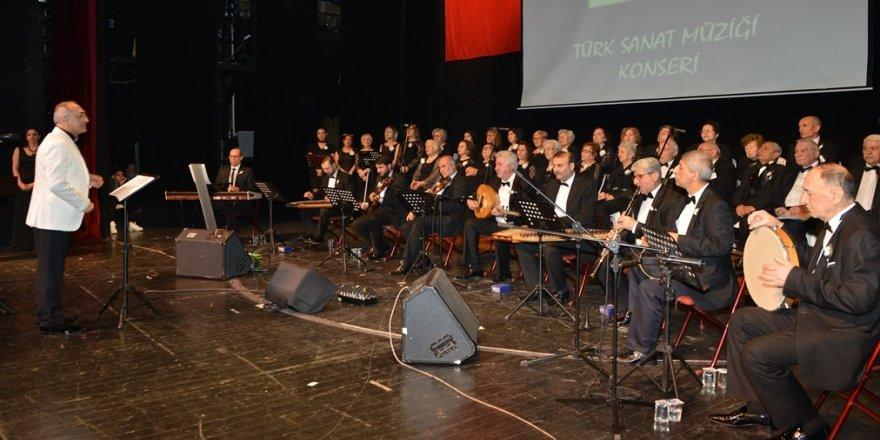 Huzurevi korosundan anlamlı konser