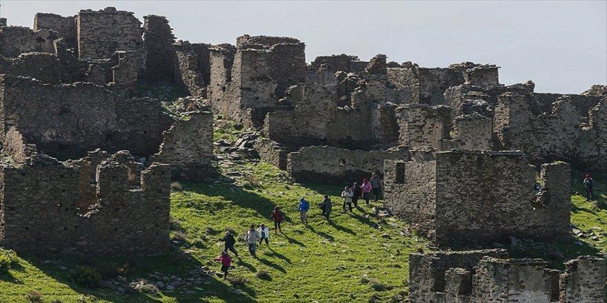 Terk edilen köyleri, turizme açılıyor