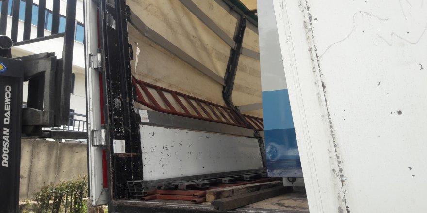 4 tonluk makine işçinin üzerine devrildi