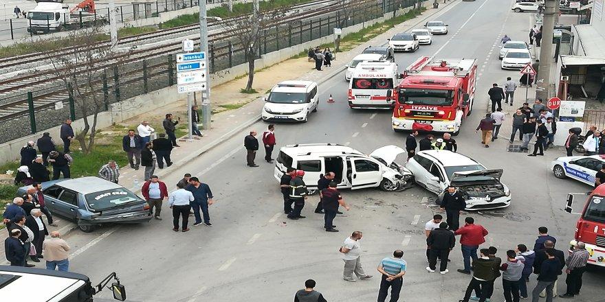 Darıca'da 3 araçlı kaza: 7 yaralı