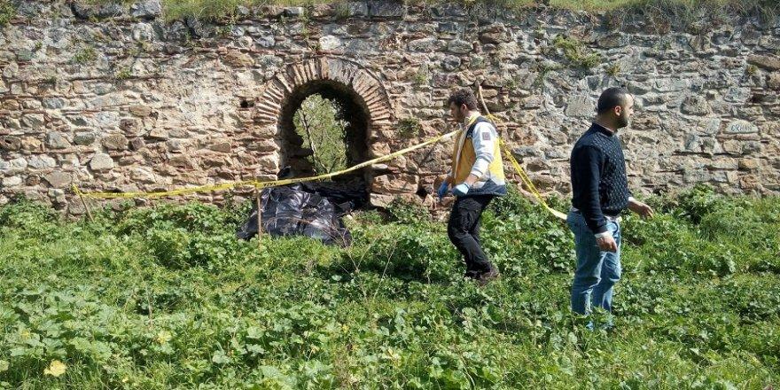 Tarihi surlarda erkek cesedi bulundu