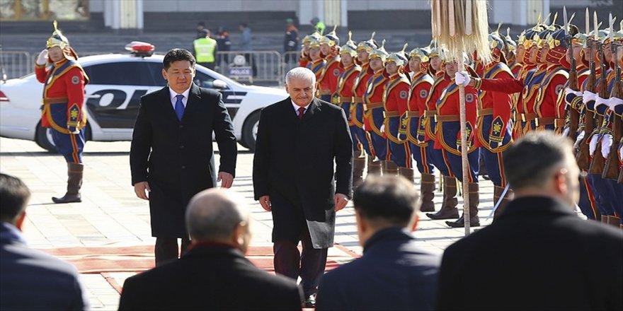 Başbakan, Moğolistan'da resmi törenle karşılandı
