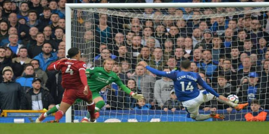 Cenk Tosun, Everton-Liverpool maçına damga vurdu
