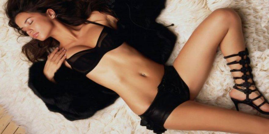 Adriana Lima, Metin Hara'yı çok özlüyor!