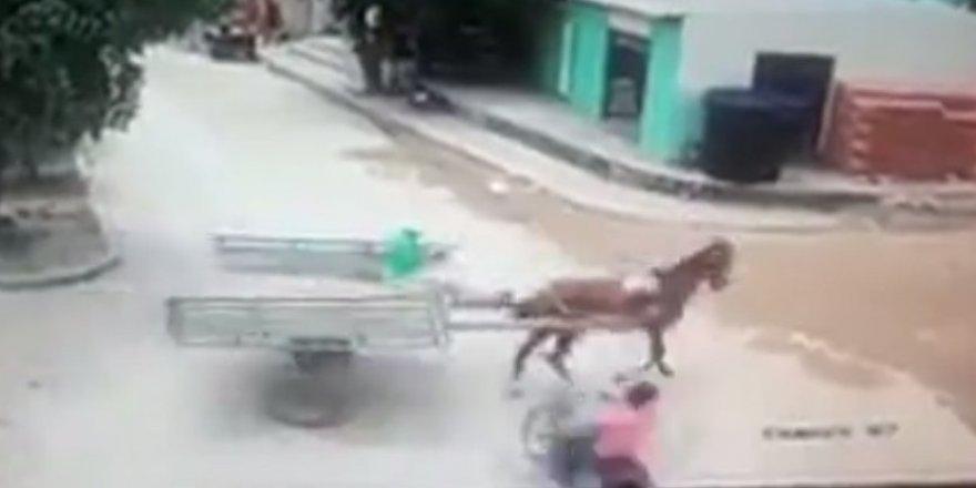 Motosiklet at arabasına çarptı: 1 ölü