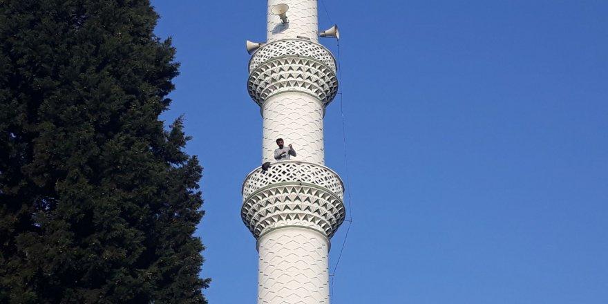 Pompalı tüfekle minareye çıktı, vatandaşlara ateş açtı