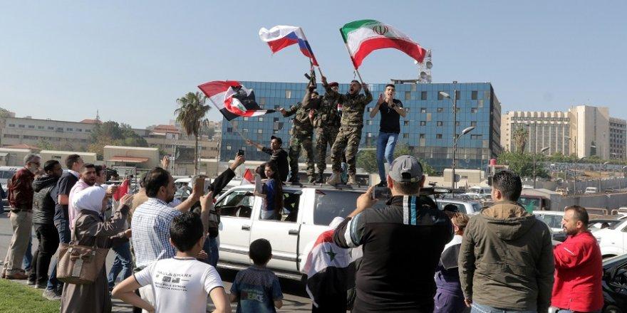 Şam'da Rus ve İran bayraklı gösteri