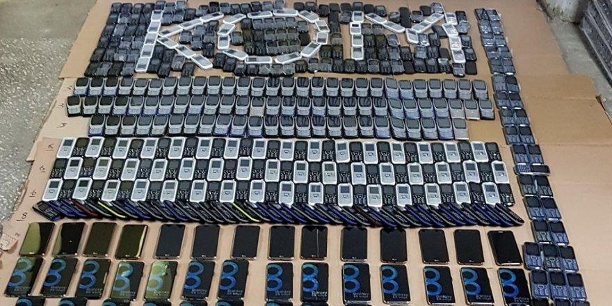 1,5 milyon liralık kaçak cep telefonu ele geçirildi