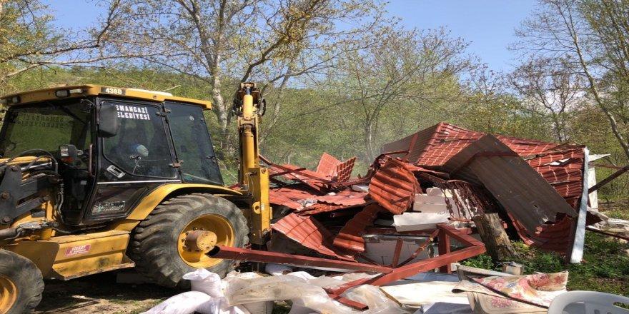 Orman arazisindeki kaçak ev yıkıldı
