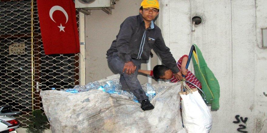 9 kişilik ailesinin geçimini çöpten sağlıyor