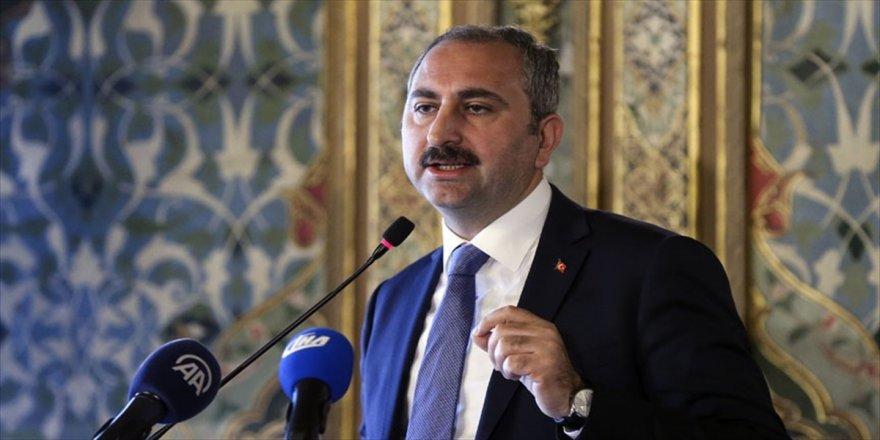 Bakan Gül'den Cengiz'e kutlama