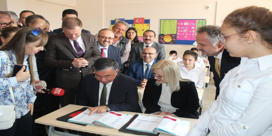İki ülke bakanından Arnavuçta dersi
