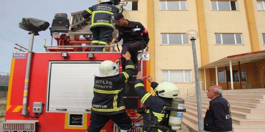 Polis adaylarına yangın tatbikatı