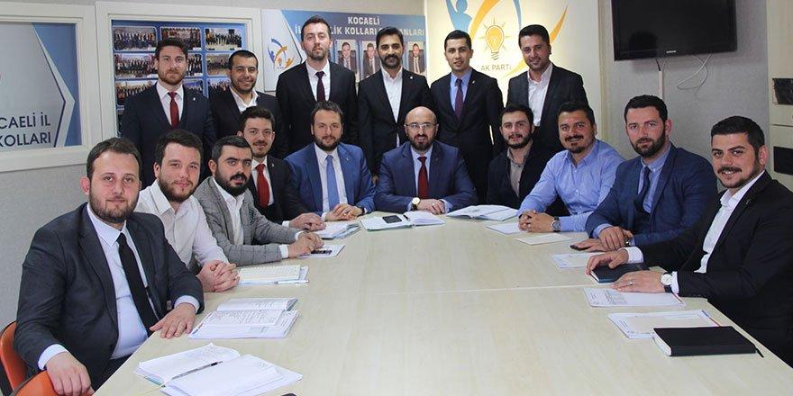 AK Parti'li gençler seçime hazır
