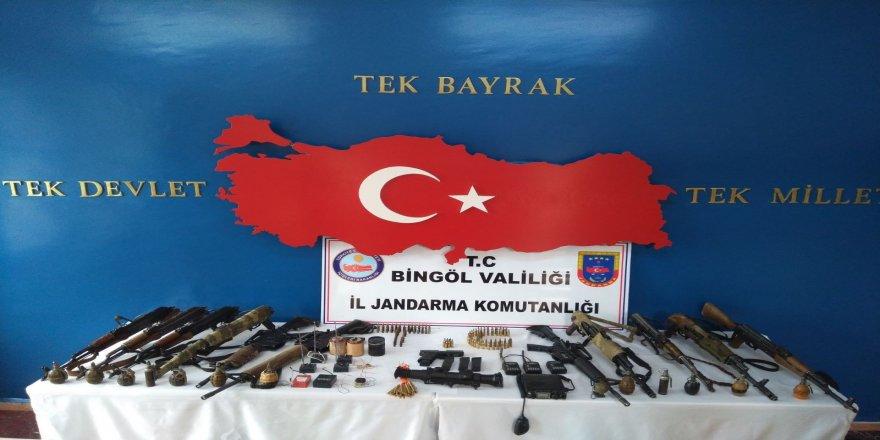 2 terörist etkisiz hale getirildi, silah ve el bombaları ele geçirildi