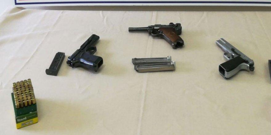 Kaçak silah satan 2 kişi yakalandı