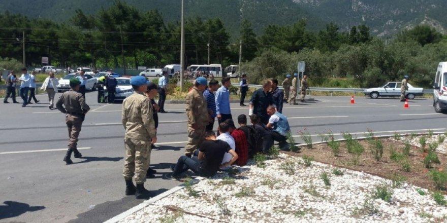Askerleri taşıyan midibüs kaza yaptı!